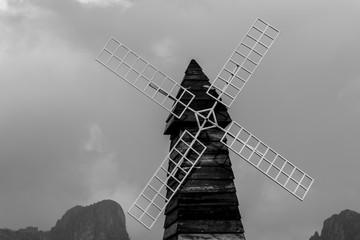 wind turbine black