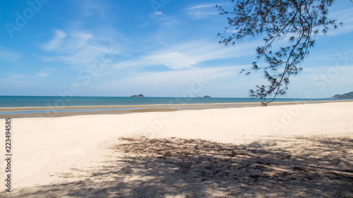 Staande foto Strand Beach blue sea with waves and clear blue sky with cloud,ocean,wave,sea,beach
