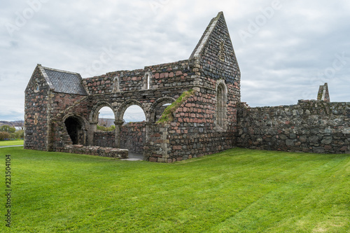 Valokuvatapetti St Mary's Nunnery, Isle of Iona, Scotland, old building remains, on a cloudy day, surrounded by the green grass