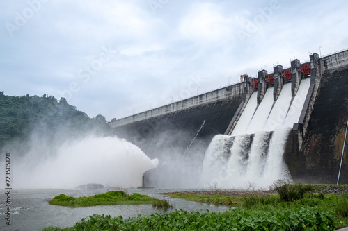 Tuinposter Dam Big Concrete Dam Drainage Much Water made a Big Flood