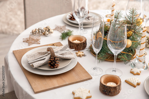 Beautiful table setting for Christmas dinner Poster Mural XXL