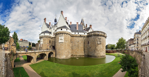 Obraz Beautiful panoramic cityscape view of The Château des ducs de Bretagne (Castle of the Dukes of Brittany) a large castle located in the city of Nantes, France - fototapety do salonu