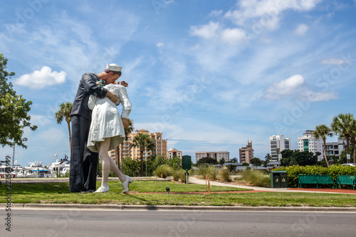 Photo Unconditional Surrender Sculpture in downtown Sarasota