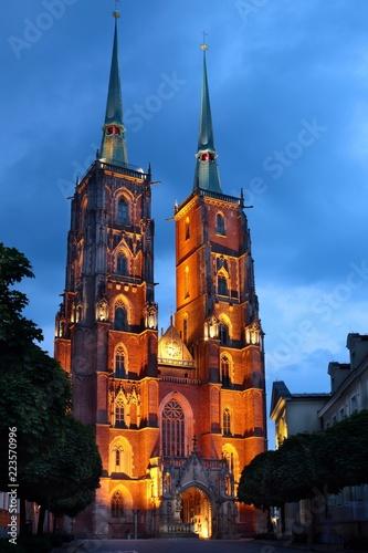 podswietlana-katedra-swietego-jana