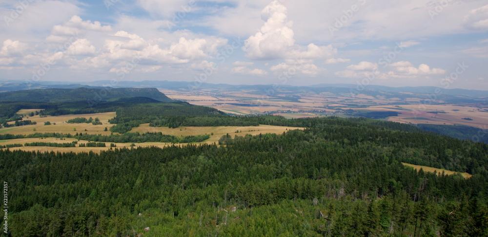 Fototapeta Piękny krajobraz z Gór Stołowych w Kotlinie Kłodzkiej - widok ze Szczelińca Wielkiego