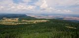 Piękny krajobraz z Gór Stołowych w Kotlinie Kłodzkiej - widok ze Szczelińca Wielkiego