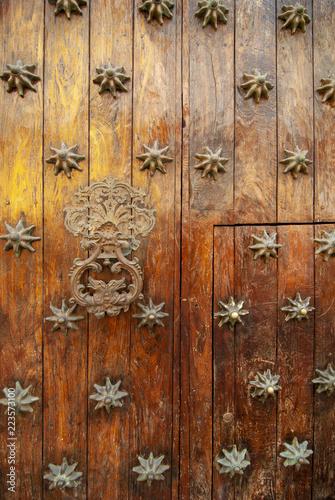 Fotobehang Zuid-Amerika land Old wooden door in Cartagena Colombia
