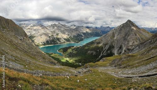 Foto op Plexiglas Blauw I laghi di San Giacomo di Fraele e Cancano dal monte Pettini