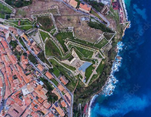Fotografía  Top view of the Fort Falcone in Portoferraio on Elba island, Italy