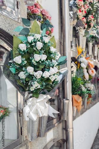 Foto op Plexiglas Begraafplaats Flowers in a cemetery