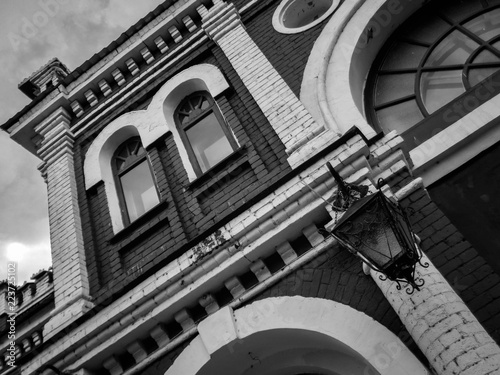 In de dag Theater East Kazakhstan Drama Theater. Kazakhstan (Ust-Kamenogorsk). Black and white photo. Fragment. Old architecture. Architectural heritage. Monochrome. Old city