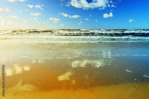 Staande foto Zee / Oceaan Beautiful seascape with sea waves, blue sky, white cumulus clouds and sand beach. Summer vacation tropical landscape. Baltic sea, Pomerania, northern Poland.