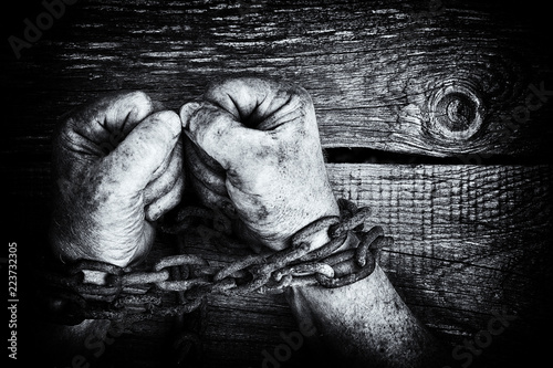 Poster de jardin Bar Powerful dirty male hands clenched into fists chained with rusty chain. Black and white photo.