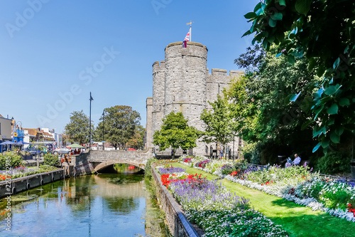 Foto op Plexiglas Historisch geb. View on the Westgate towers from the wWetsgate gardens park in Canterbury on a sunny day, England, UK