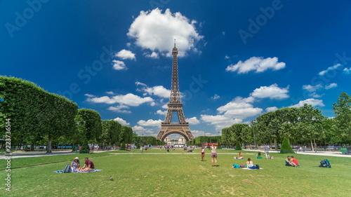 Deurstickers Eiffeltoren Eiffel Tower on Champs de Mars in Paris timelapse hyperlapse, France