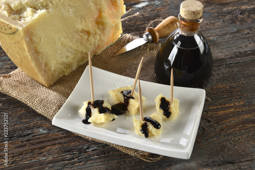 Aceto balsamico e parmiggiano