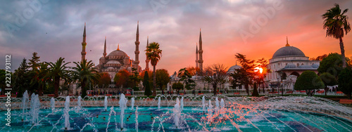 Photo The Blue Mosque, (Sultanahmet Camii) in sunset, Istanbul, Turkey.