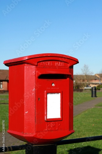 Fotografía  image of an old-fashioned red post in London town