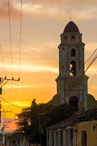 Cuban street sunset with oldtimer in Trinidad, Cuba Tablou Canvas