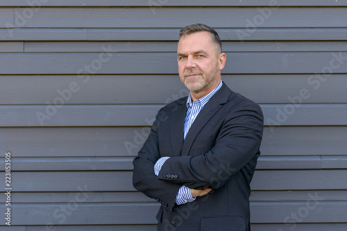 Photographie  Confident middle age businessman in a side view