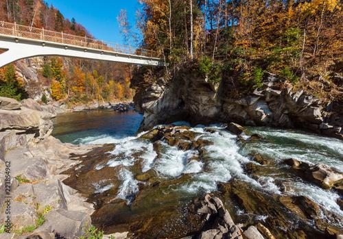 Staande foto Rivier Prut River, Yaremche, Ukraine.