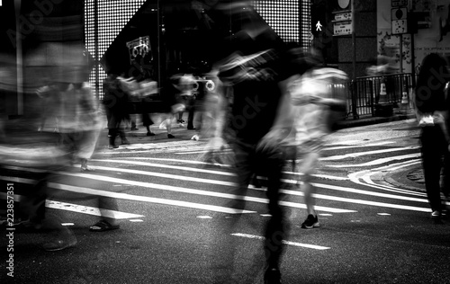 plakat Pedestrians crossing the street on Hong Kong, Black & White style