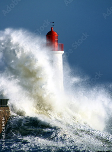 Tempête sur le phare Wallpaper Mural