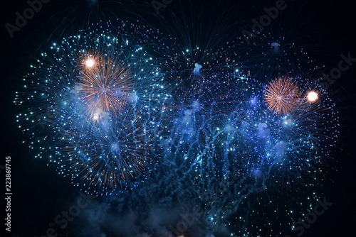 Photo  Fireworks shot with fast shutter speed