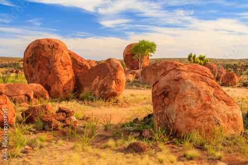 Fotobehang Oranje eclat Karlu Karlu, Devil's Marbles, Australien