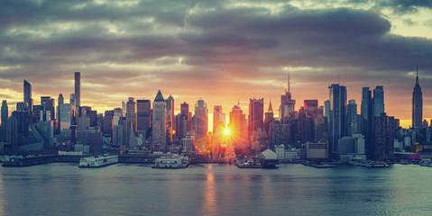 Fototapeta Cloudy sunrise over Manhattan, New York