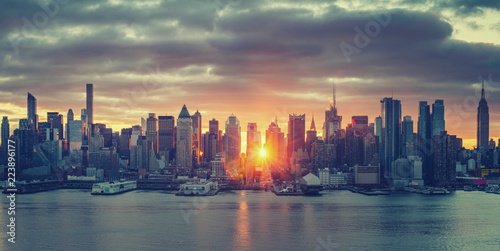 Deurstickers New York City Cloudy sunrise over Manhattan, New York