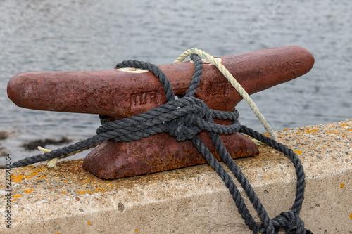 Poster Zeilen old rusty mooring point on dock