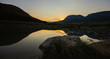 Sonnenuntergang Berge Hohe Wand mit Wasser im Vordergrund