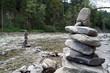 Steinhaufen am Fluß