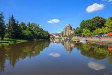 Josselin, Bretagne, Le Château Aux Bords Du Canal De Nantes à Brest