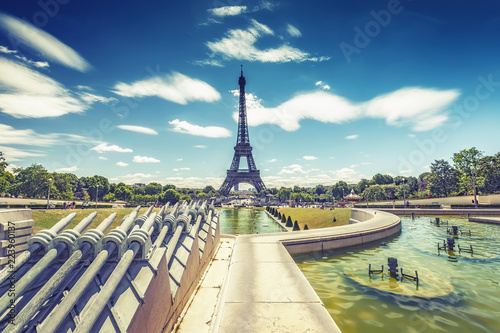 Staande foto Parijs Trocadero Fountains and the Eiffel tower on a summer day with dramatic sky. Travel background.