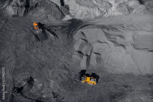 kopalnia-odkrywkowa-przemysl-wydobywczy-na-wegiel-widok-z-gory-na-drona-powietrznego