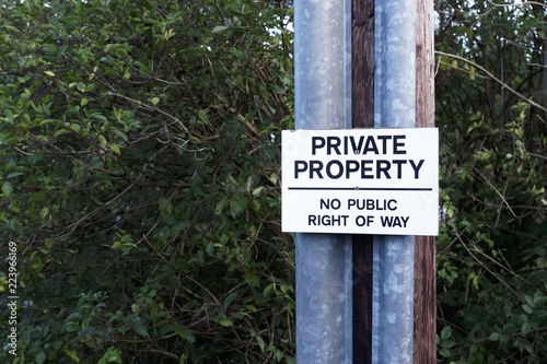 Fotografija  Private property no public right of way sign