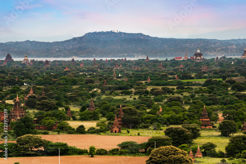 Spoed Foto op Canvas Blauwe hemel Landscape view of ancient temples, Old Bagan, Myanmar (Burma)