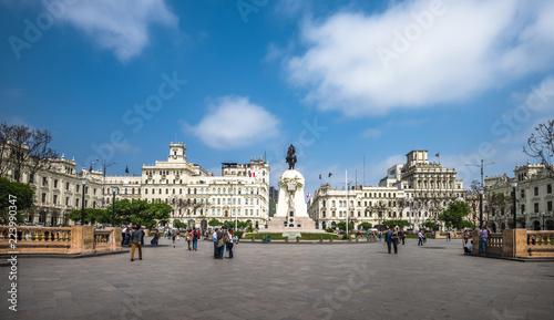 Foto  Plaza San Martin in the historic centre of Lima, Peru