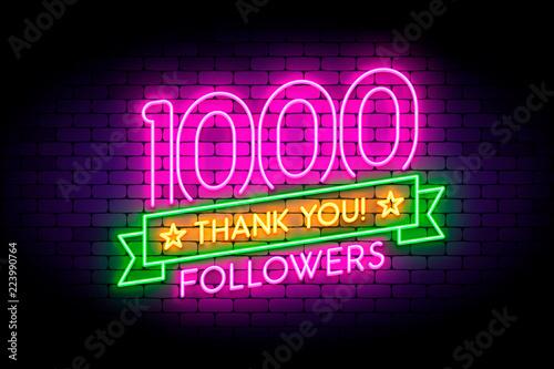 Canvastavla 1000 followers neon sign on the wall.