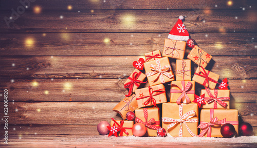 Photo  Christmas background with decorations and gift boxes