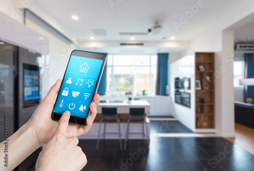 Fotografía  Use smart home apps on smart phones