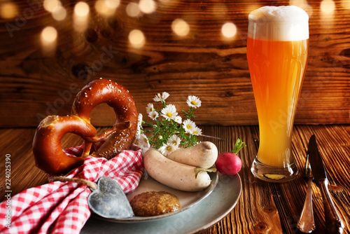 Tuinposter Bier / Cider Oktoberfest with beer and white sausage