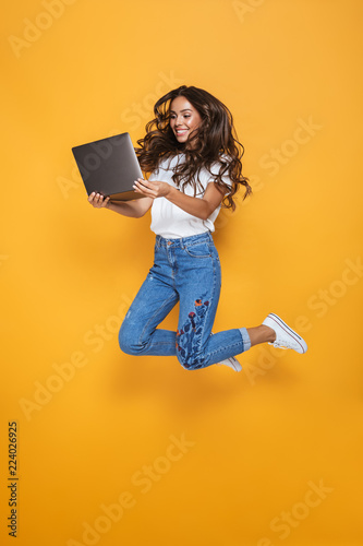 Fototapeta Full length portrait of a smiling girl with long dark hair obraz na płótnie