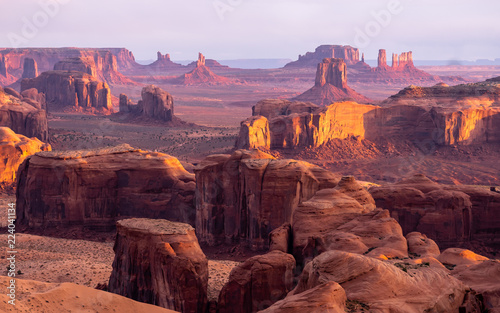 Valokuva  Dramatic buttes in Monument Valley on the Arizona - Utah border, on the Navajo N