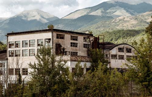 Foto op Canvas Oude verlaten gebouwen abandoned factory in the mountain scenery