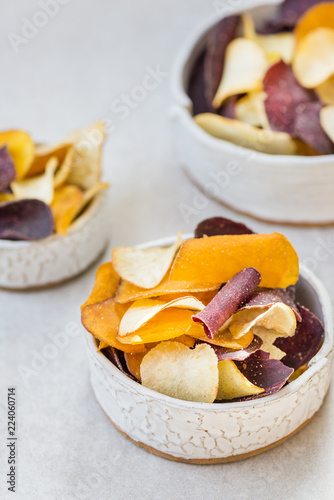 Fotografía  Bowl of Healthy Snack from Vegetable Chips