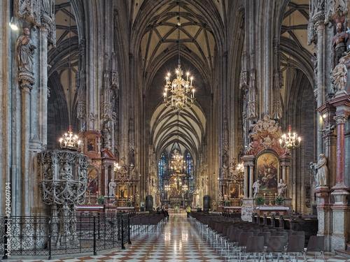Photo  Interior of St. Stephen's Cathedral in Vienna, Austria