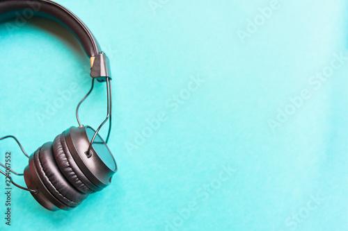 Fotografía  Headphones on colorful background.